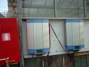 Energieopwekking tbv de Koikwekerij wordt gerealiserd dmv 24 zonnepanelen van elk 230 watt piek vermogen.